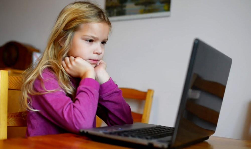 Çocuğunuzu Sürekli Bilgisayardan Uzak Tutun